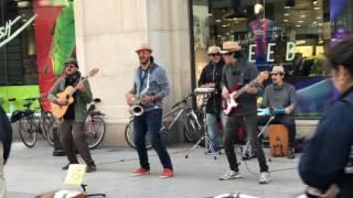 Brutal !! Cantantes callejeros impresionan con su ritmo latino ! 4K !