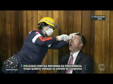 Policiais contrários à reforma da Previdência invadem a Câmara dos Deputados