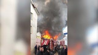 Очевидец заснял пожар на складе стройматериалов под Москвой