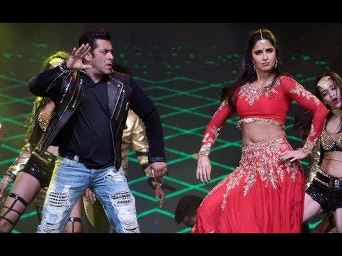 SALMAN KHAN AND KATRINA KAIF SEXY DANCE IN DA-BANGG TOUR PUNE (HD)
