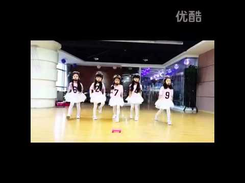 Youku combination Henan mini girls imitate bar bar bar exercise room