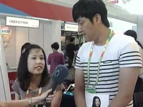 Interviewing 'hi-hip' in harbin exhibition.