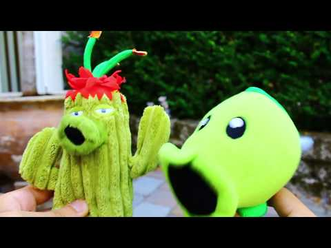 Plants vs. Zombies Plush: Peashooter and Paco's Adventure- Front Yard
