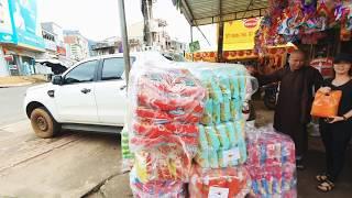 Chùa Viên Tuệ - Phát 1250 phần Bánh kẹo cho Trẻ em ... nhân dịp trung thu 2019