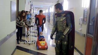 سبايدر مان فى مستشفى للأطفال بلوس أنجلوس