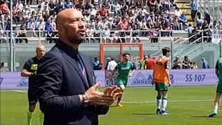 Walter zenga, allenatore del crotone canta 'a mano a mano' di rino gaetano insieme ai tifosi rossoblu prima della partita crotone-sassuolo 29 aprile 2018