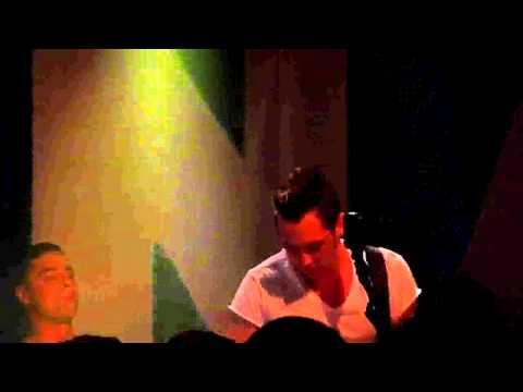 Mona - Teenager -- Live At AB Brussel 01-11-2011 mp3