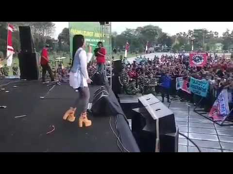 Style Yang Sangat Keren - Via Vallen Cerita Anak Jalanan Live solo 2017