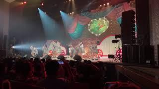 2018年10月13日に行われたAKB48Team8による三重ツアーの撮影コーナーの...