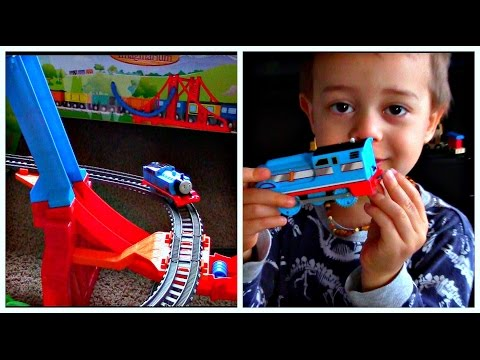 Thomas & Friends The Great Race Trackmaster Sky High Bridge Jump Streamlined Thomas Barrel Crash
