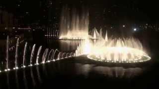 Фонтан в Дубае (Поющие фонтаны ) Видео № 2 снято на телефон.(Дубай мол возле Бурдж халифа видео №2 2010 г., 2013-07-10T22:22:56.000Z)