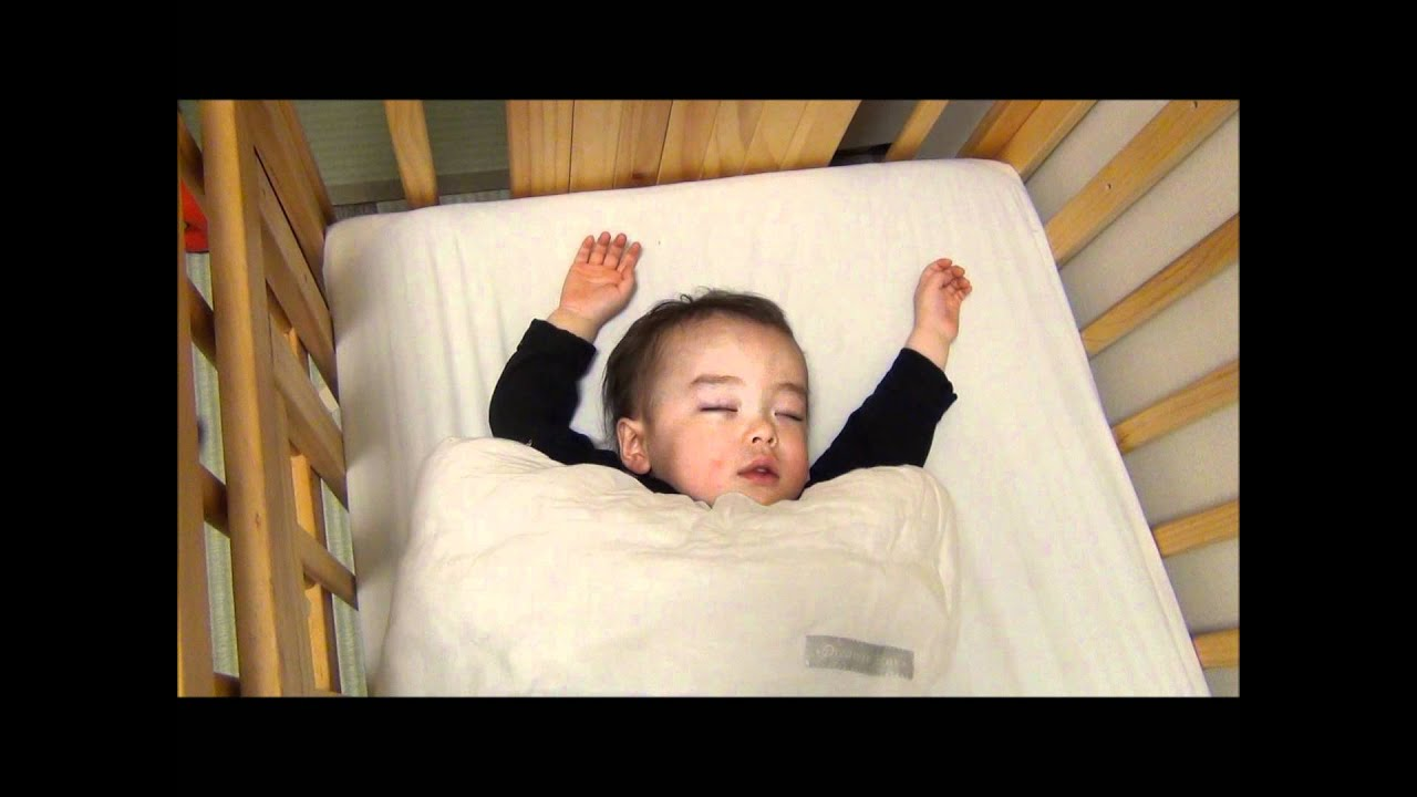 Why a child sleeps with his eyes ajar: reasons 72