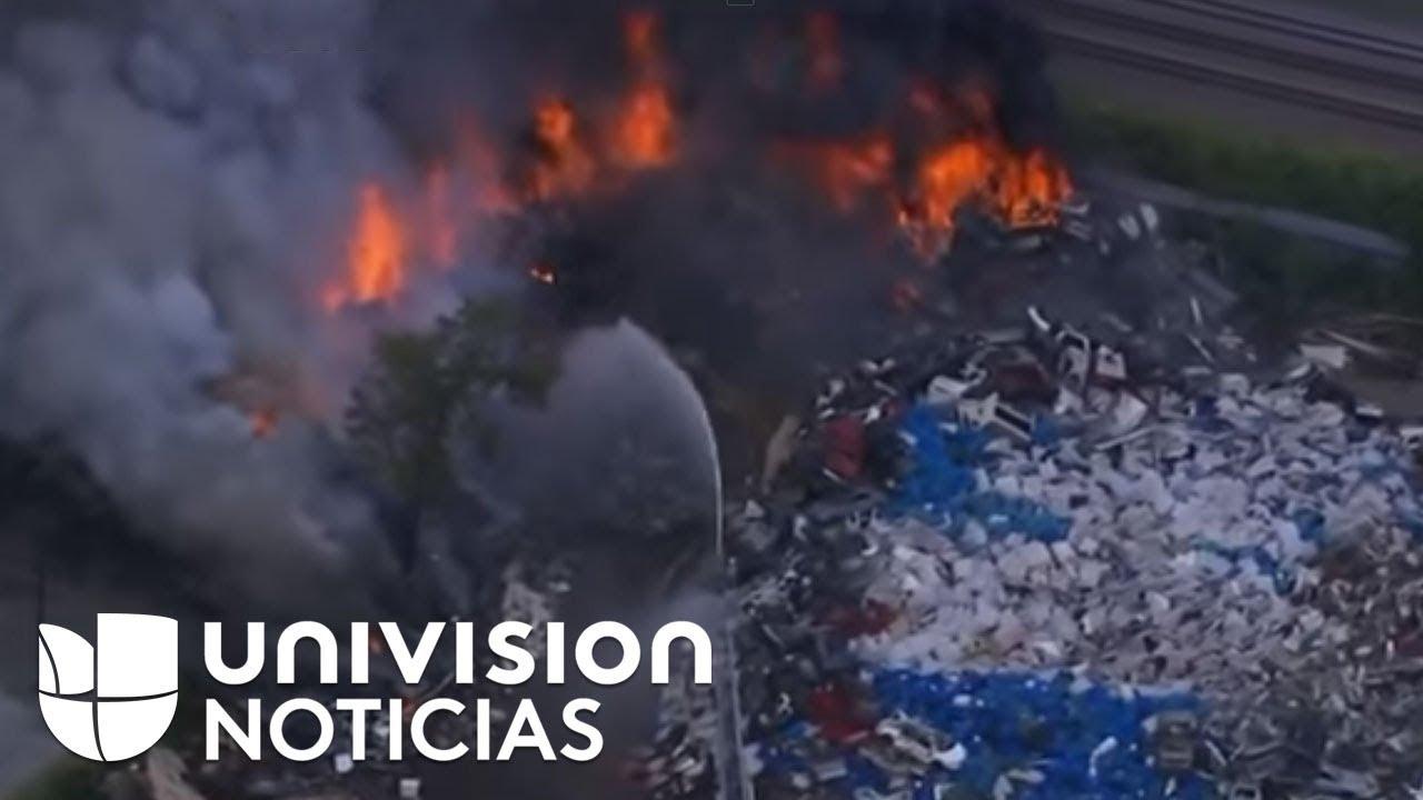 Incendio consume un basurero en Carolina del Norte.