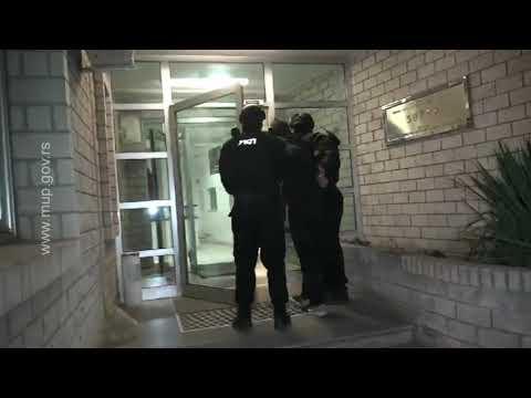 U Beogradu uhapšen Marokanac osumnjičen za ubistvo u Sarajevu KÖNNYEN ÁTJÁRHATÓ HATÁROK: Bosznia-Hercegovina egy-egy migráns kiadását kéri Szerbiától és Koszovótól KÖNNYEN ÁTJÁRHATÓ HATÁROK: Bosznia-Hercegovina egy-egy migráns kiadását kéri Szerbiától és Koszovótól hqdefault