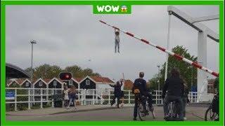 Sofie (8) hangt meters hoog aan slagboom