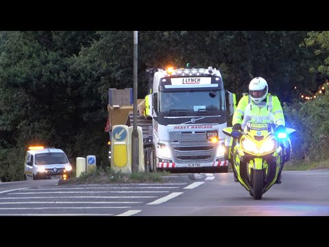 STOP! DO NOT MOVE! - Warwickshire Police Escort HS2 Wide Load on Blue Lights & Sirens