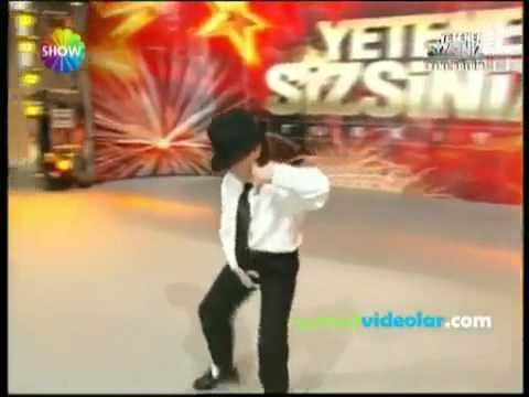 Cậu bé thổ nhĩ kì nhảy dangerous