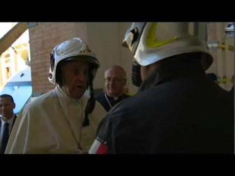 شاهد: البابا يزور مدينة إيطالية دمرها زلزال معتمراً خوذة للسلامة…  - نشر قبل 3 ساعة