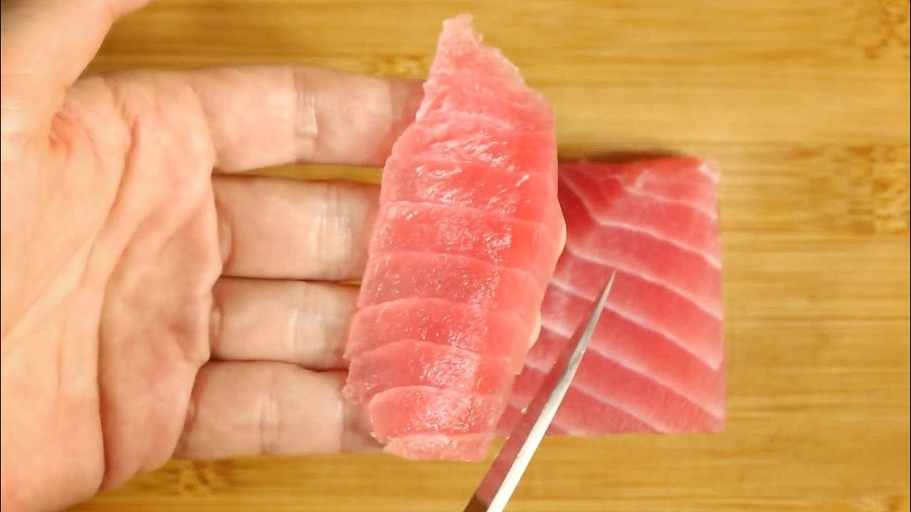 【เชฟญี่ปุ่นสอน】เตรียมและหั่นปลาสำหรับซูชิ วิธีทำปลาดิบที่ซื้อจากซุปเปอร์ให้อร่อยขึ้น【อาหารญี่ปุ่น】