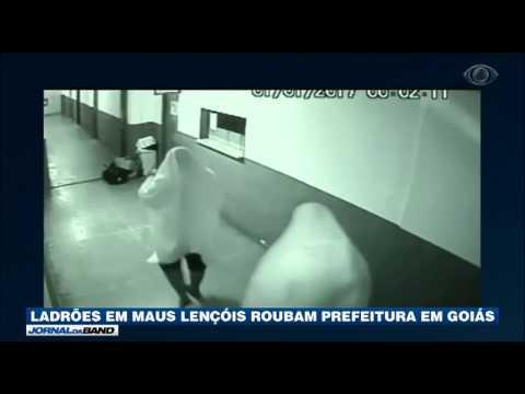 Ladrões se escondem com lençóis para roubar prefeitura