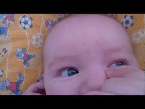 капать глаза детям видео
