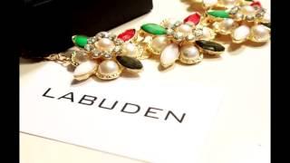 видео Бижутерия к черному платью: ожерелья, бусы, колье, серги