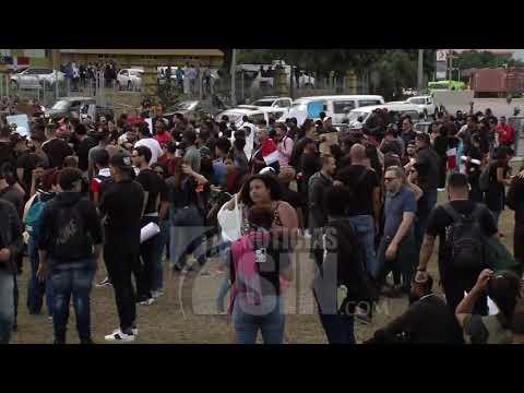 Manifestantes vuelven a congregarse frente a la JCE