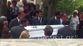 Κηδεία Ζωής Λάσκαρη: Λύγισε ο Αλέξανδρος Λυκουρέζος