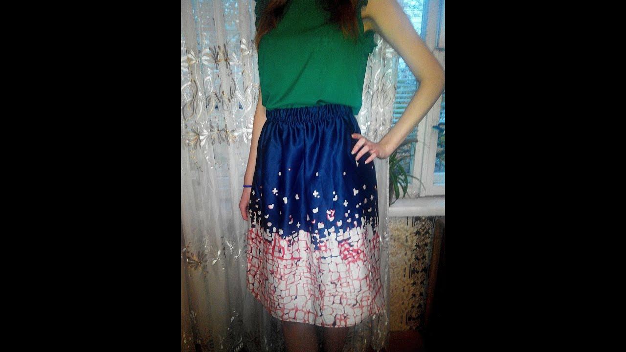 желтая юбка с принтом