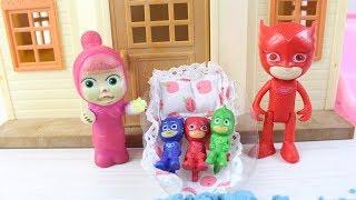 Masha Bebek Pj Maskelilere Bakıyor Eğlenceli Oyunlar