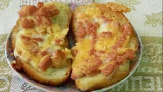 Горячие бутерброды с колбасой и сыром на сковороде