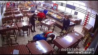 Policiais de folga salvam a vida de homem, que sofreu convulsão