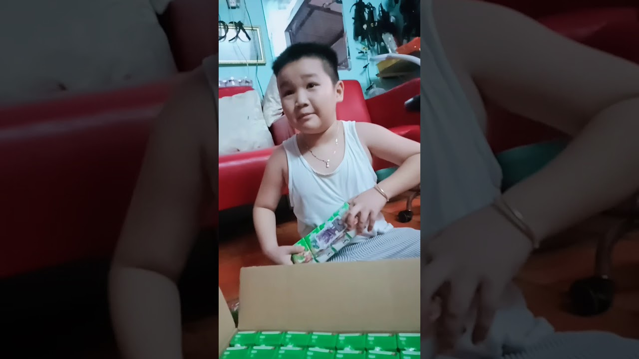 Mở sữa kun lấy thẻ