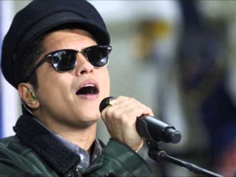 'I am Filipino,' Bruno Mars says on 'SNL'