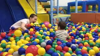 классная детская площадка развлечения для детей тюмень бассейн с шарами