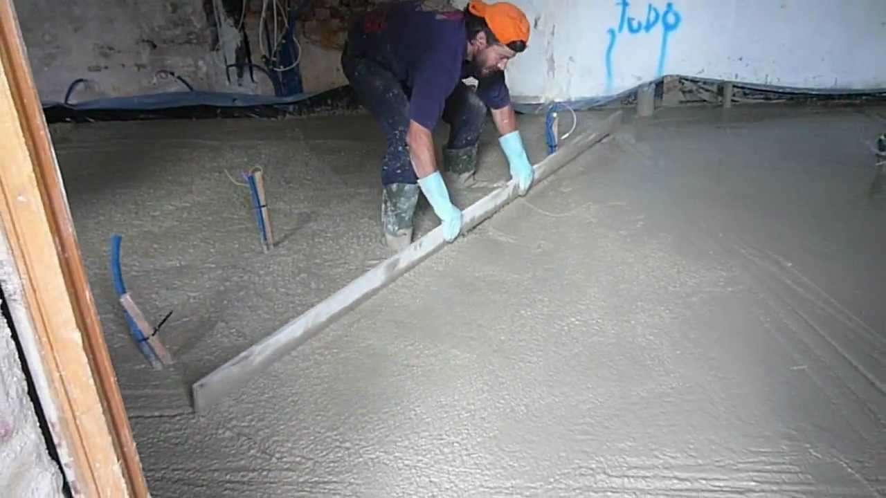 Coulage d 39 une dalle en b ton arm sur paris youtube - Coulage de dalle beton ...