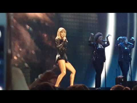 Taylor Swift - Style (Live in Houston |...