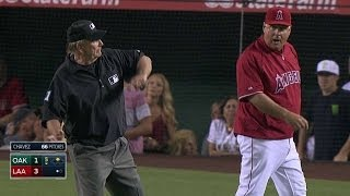 OAK@LAA: Umps overturn homer in 5th, Scioscia ejected