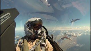 Beelden vanuit de cockpit van een Nederlandse F-16. Na het taxiën e...