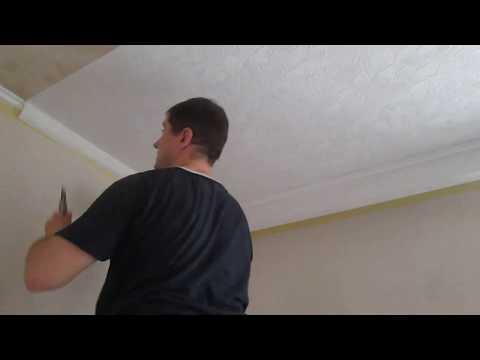 Как клеить  одному обои с рисунком  на потолке. Мой секрет.