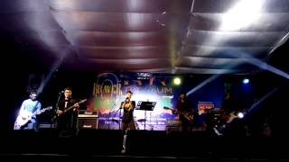 yellow coldplay covered by daakticket from nstu at trviium rag day concert 2016