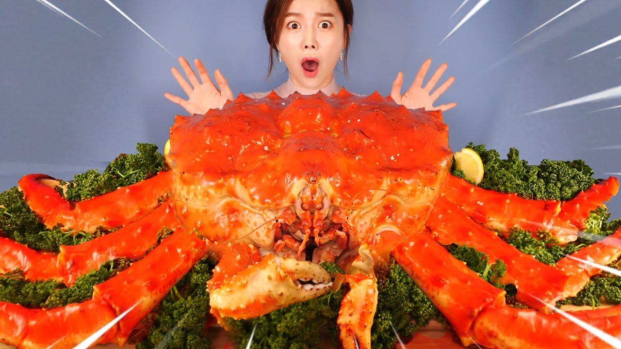 Download [Mukbang] 5.7KG 역대급 대왕 킹크랩🦀먹방! GIANT KING CRAB ASMR Eatingsound eatingshow Ssoyoung