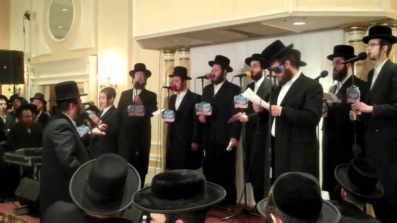 Shragy Gestetner sings with Mezamrim Choir at RCCS Part 1/2