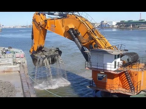 Monster Machine Backacter Goliath dredging in Klaipeda