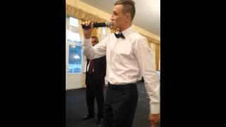 Жених поет на свадьбе для невесты
