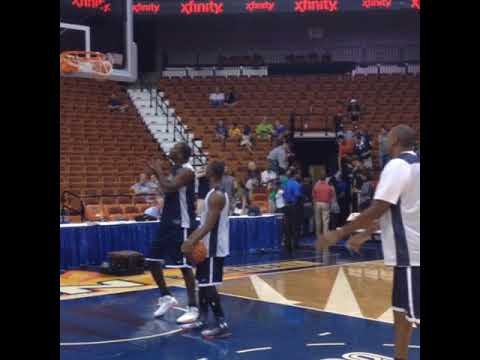 Kemba Walker and Donyell Marshall Warming Up for UCONN Alumni Game