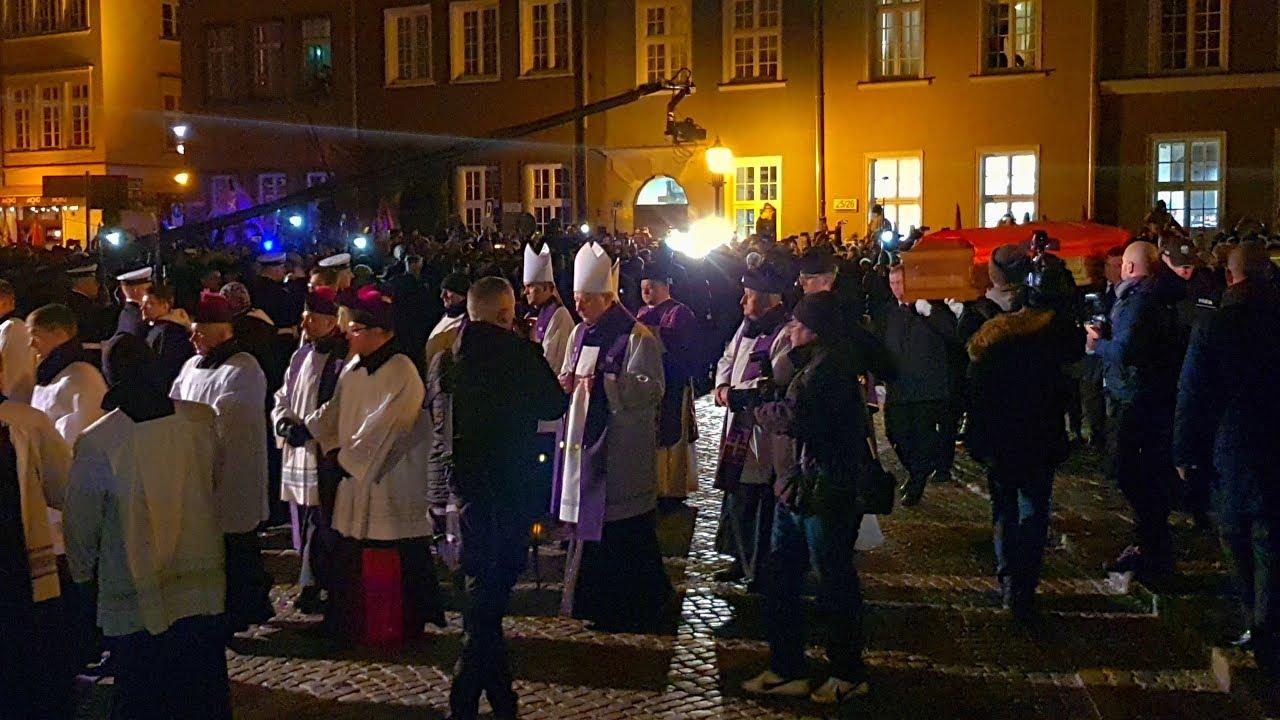 Prezydent Gdańska Paweł Adamowicz - Ostatni spacer ulicami. Wprowadzenie do Bazyliki Mariackiej