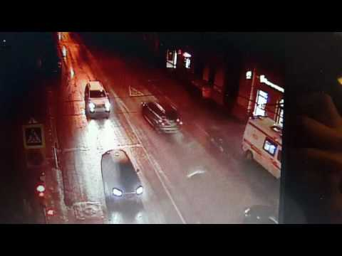 На северо-востоке Москвы автомобиль сбил женщину и двух детей