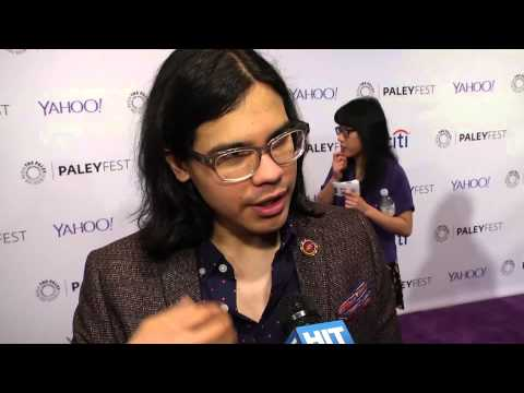 'The Flash' Regular Carlos Valdes Wants A Suit For Cisco