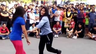 College Girls Dance in Public On Dholak Bhaangra
